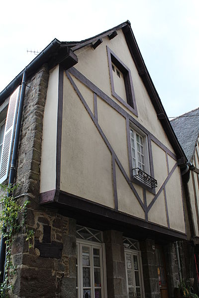 File:Facade du 74 rue du Petit Fort.JPG Исторические памятники Динана, достопримечательности Динана, фотографии Динана