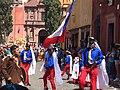 Festejo de San Miguel, grupo con vestimenta azul y rojo (2015).JPG