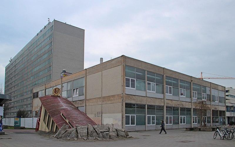 File:Ffm Campus Bockenheim Labsaal 01 (fcm).jpg