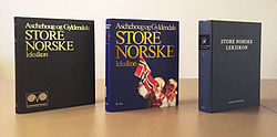 First volume of the three final editions of Aschehoug og Gyldendals Store norske leksikon.jpg