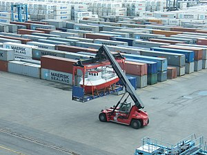 Reach stacker - Image: Flat rack small vessel