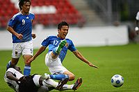 Okazaki looks on as Hasebe is tackled
