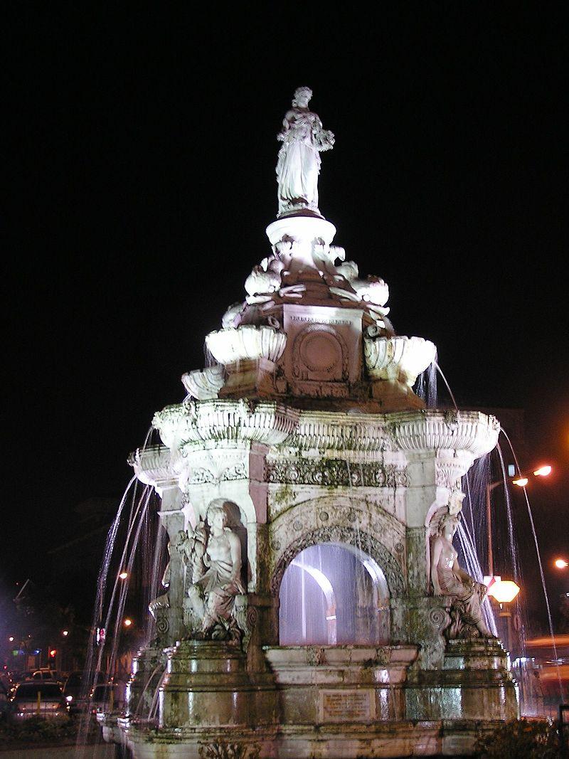 Flora Fountain at night.JPG