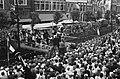 Folkloristisch festival te Bolsward, overzicht optreden Bolswarder Skotsploeg me, Bestanddeelnr 914-1905.jpg