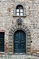 Fonterutoli, palazzo con stemma mazzei 02.JPG
