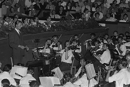 German opera orchestra from the early 1950s Fotothek df roe-neg 0006329 030 Orchester im Orchestergraben.jpg