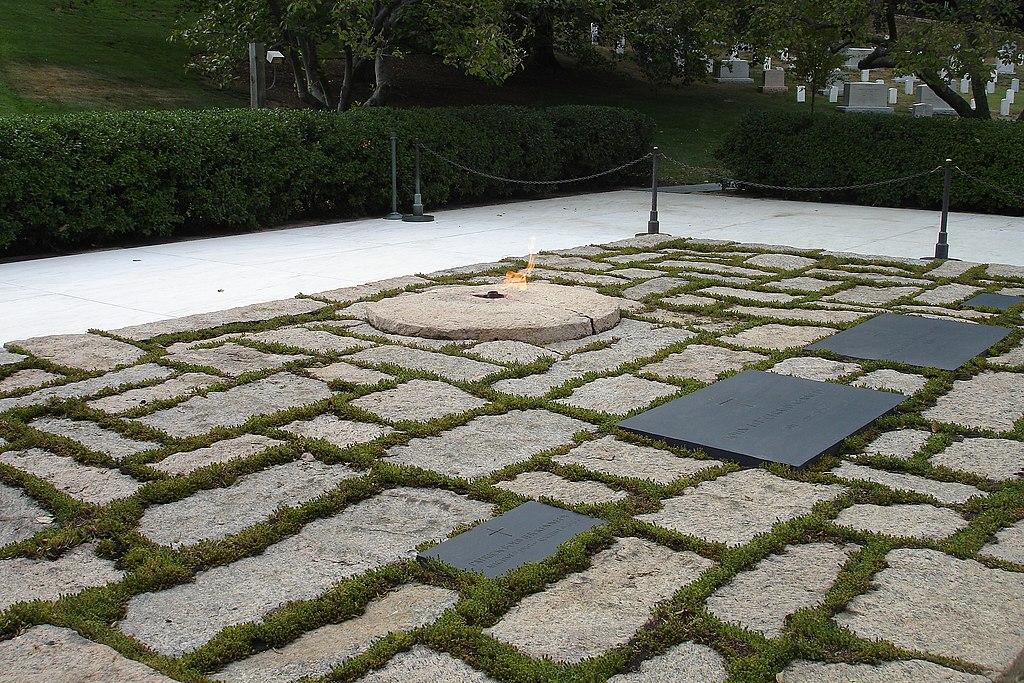 Four graves.jpg