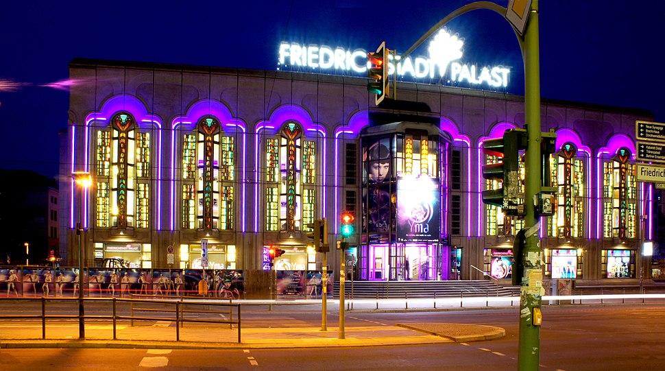 Friedrichstadtpalast at night 01