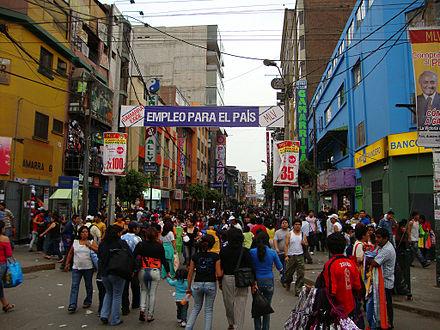 Av. Agustin Gamarra, Einkaufsstraße in Lima 8ec70a1175