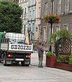 Gdańsk, Długa Street, geranium irrigation (003).JPG