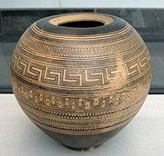 Geometric pyxis Staatliche Antikensammlungen 6232.jpg