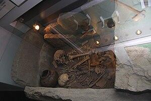 Globular Amphora culture - Globular Amphora tomb