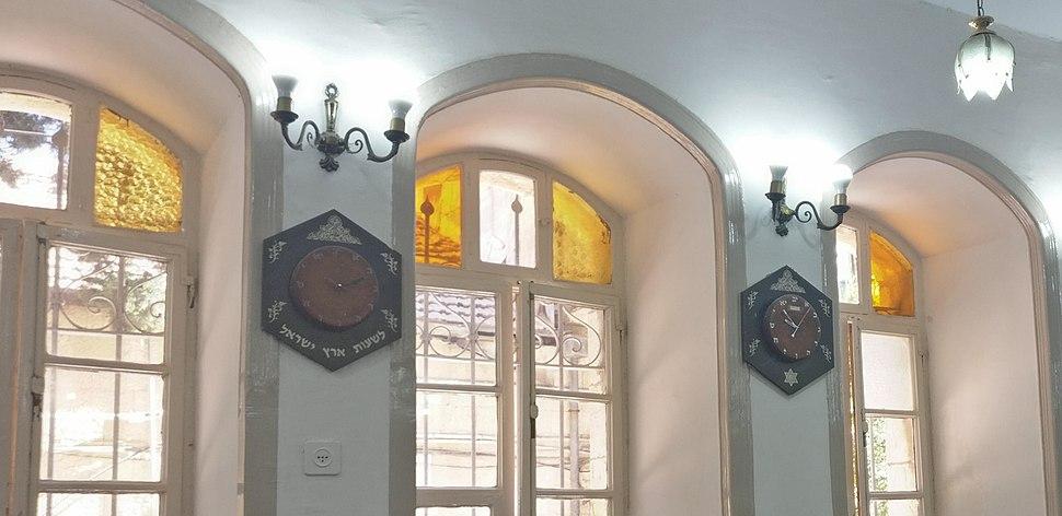 Gra Synagogue clocks