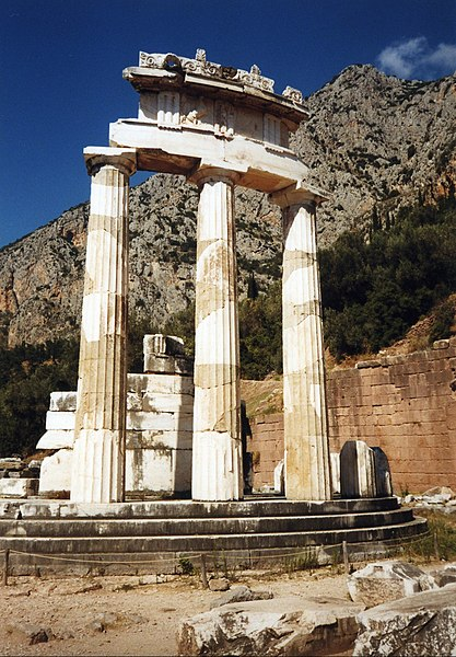 Fichier:Greece Delphi Tholos.jpg
