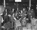 Groote Beer terug in Amsterdam, opvarenden, Bestanddeelnr 903-6677.jpg