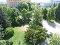 Gymnázium Budějovická, výhled na parčík před školou, 2011.jpg