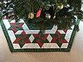 Håndsyet juletræstæppe.jpg