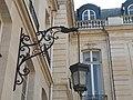 Hôtel de la Rochefoucauld-Doudeauville cour lampadaire 1.JPG