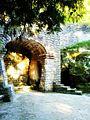 Hõbeallika koobas Oru pargis 02.jpg