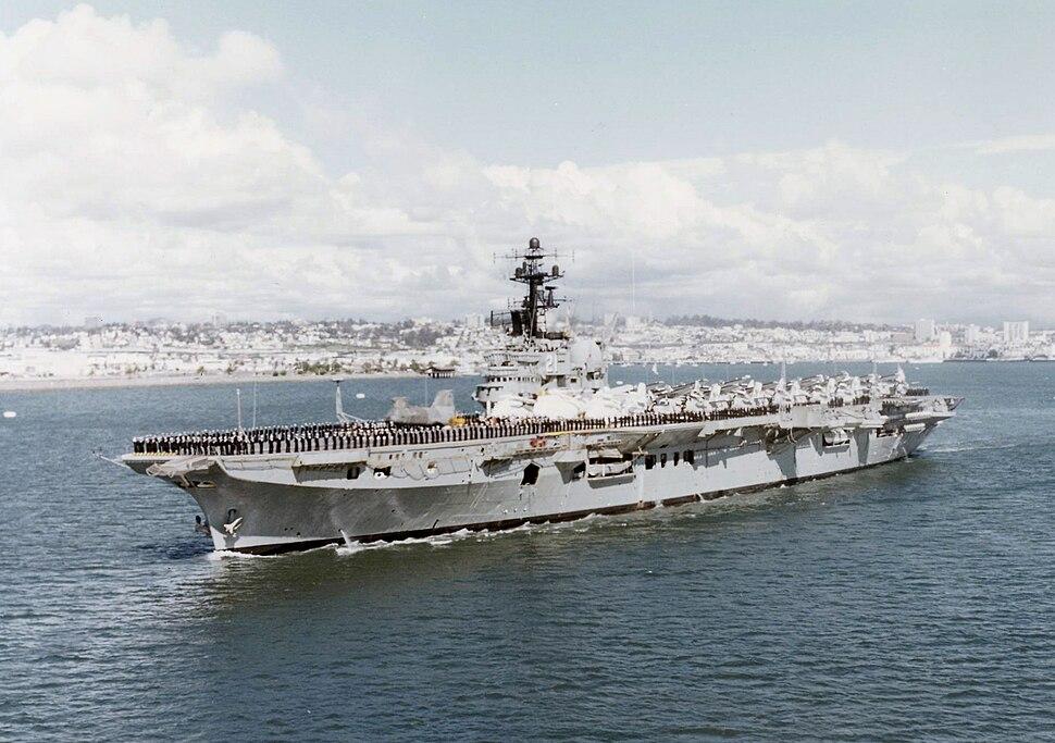 HMAS Melbourne (R21) San Diego 1977.jpeg