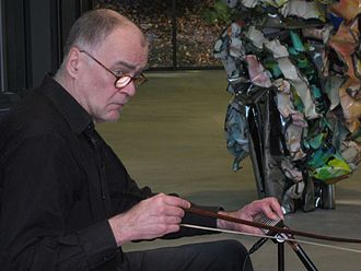 Daxophone - A daxophone being played by the inventor, Hans Reichel