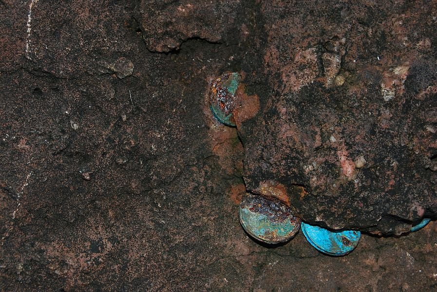 Pièces dans la grotte du Saint qui sue (Harpeko Saindua).