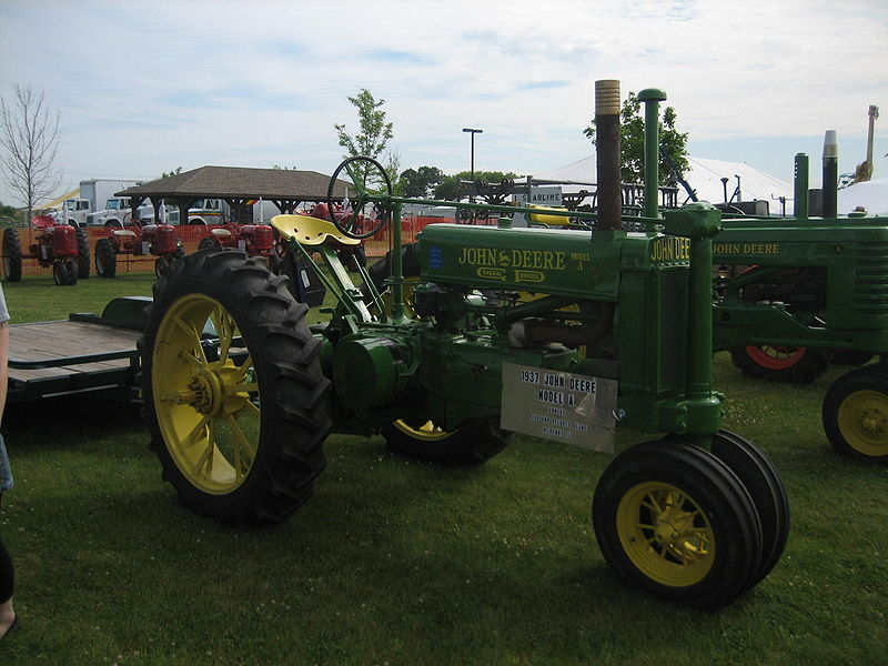 Datei:Harvard-Milk Days John Deere 1937A.jpg