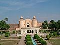 Hazuri Bagh Baradari with Lahore Fort.jpg