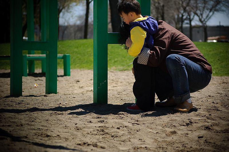קובץ:He suddenly had to pee.jpg