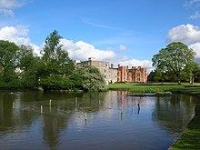 Heslington Hall e Derwent Collegio - geograph.org.uk - 177846.jpg
