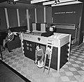 Hoogslaper voor een kind met daaronder een speelhuis, Bestanddeelnr 926-8054.jpg