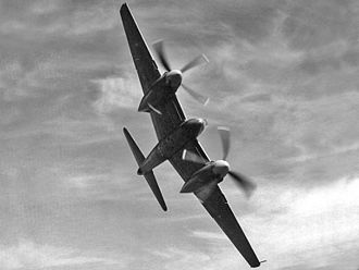 De Havilland Hornet - A de Havilland Hornet F.1 flying at a steep bank angle