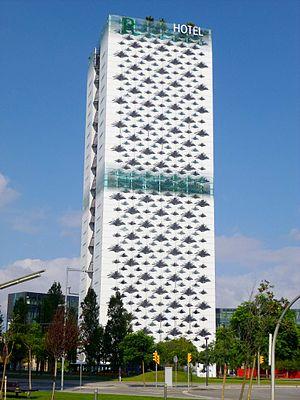 Renaissance Barcelona Fira Hotel - Image: Hospitalet de Llobregat Plaza de Europa, Hotel Renaissance Barcelona Fira 13