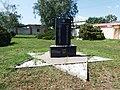 Hustopeče, židovský hřbitov, pomník.jpg