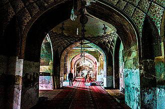 Begum Shahi Mosque - Image: Inside Maryam Zamani