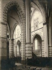 Interieur Sint-Willibrorduskerk Deurne-centrum middenschip noordzijde 1901.jpg
