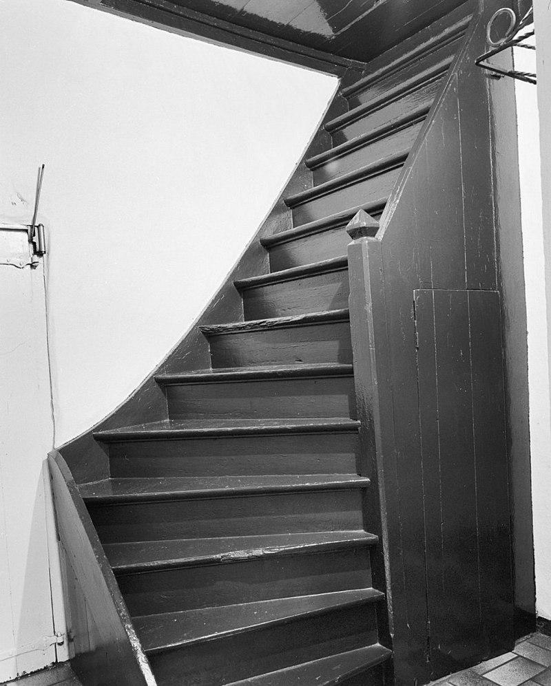 Teutenhuis in bergeijk monument - Geschilderde houten trap ...