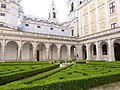 Interior do Convento de Mafra e jardim.jpg