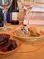Israel Bouteille de vin à table.jpg