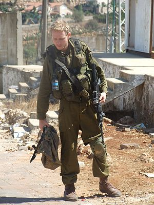 English: Israeli soldier coming back from the ...