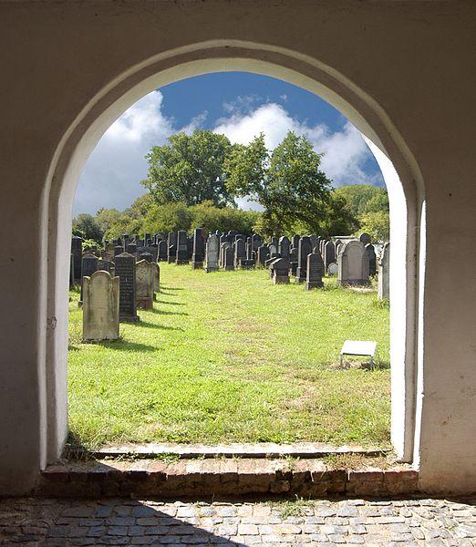 File:Jüdischer Friedhof Dieburg.jpg