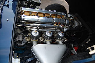 Engine balance - Jaguar XK inline six with 'three' SU carburetors, which would cause irregular intake pulse at the front and the rear carburetors were it not for the balance passages in the manifolding