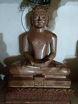 Jain statues in Anwa, Rajasthan 31.jpg