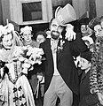 Jaroslav Houf po svatebním obřadu 1948.jpg