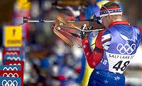Jeremy Teela am beim stehend Schießen, 2002 in Salt Lake City