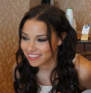 Jessica Parker Kennedy - Kennedy at the 2013 SDCC