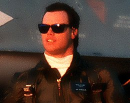 Jim McMahon alla Hanscom Air Force Base nel Massachusetts nel 1988.