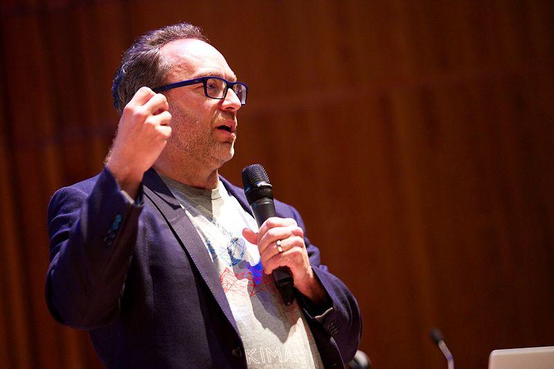 Jimmy Wales a la conferència d'obertura de Wikimania (Sebastiaan ter Burg, CC-BY)