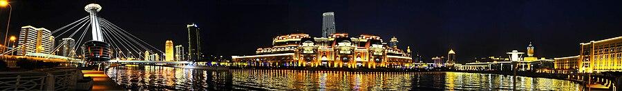 900px-Jinwan_Plaza,_Haihe_River,_Tianjin