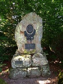 Denkmal enthüllt am 3. August 1902, errichtet von Max Egon, Fürst zu Fürstenberg (1863–1941), Standort: Donaueschingen im Fürstlich Fürstenbergischen Park. (Quelle: Wikimedia)
